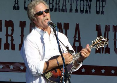 chris-hillman-plays-the-mandolin72