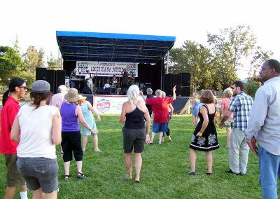 the-crowds-rocks-to-the-johnny-rawls-band72