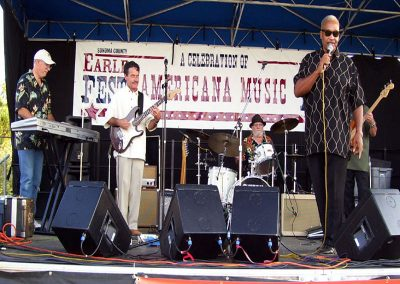 the-johnny-rawls-band-plays-the-blues-on-the-main-stage72